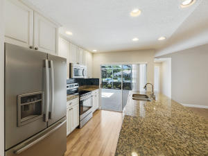 This stylish kitchen makes cooking and entertaining a pleasure!