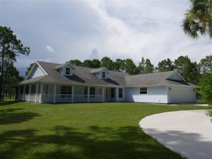 CBS Home With 3 Stall Barn On 5.08 Acres In Caloosa!