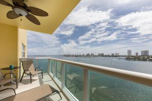 2640 Lake Shore Drive, 914, Riviera Beach, FL 33404