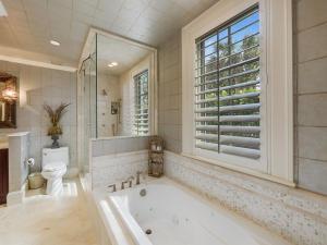 Guest Bathroom 4 1st Floor