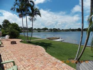 946 S Patrick Circle, West Palm Beach, FL 33406