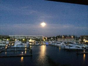 37 Yacht Club Drive, 211, North Palm Beach, FL 33408