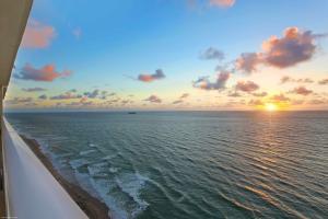 5050 N Ocean Drive, Singer Island, FL 33404
