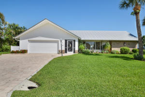 8579 Sabal Street, Hobe Sound, FL 33455