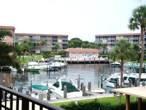 RESORT-STYLE LIVING..BOATING-ACTIVE SOCIAL CLUB-PARTIES/EVENTS-NEAR THE BEACH