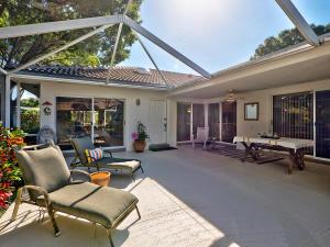 5701 Red Oak Court, Palm Beach Gardens, FL 33410