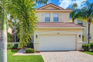 221 Isle Verde Way, Palm Beach Gardens, FL 33418