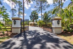 13900 Wind Flower Drive, Palm Beach Gardens, FL 33418