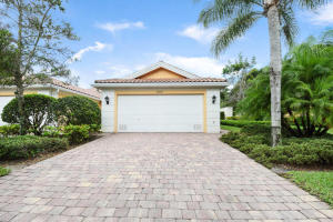 5047 Magnolia Bay Circle, Palm Beach Gardens, FL 33418