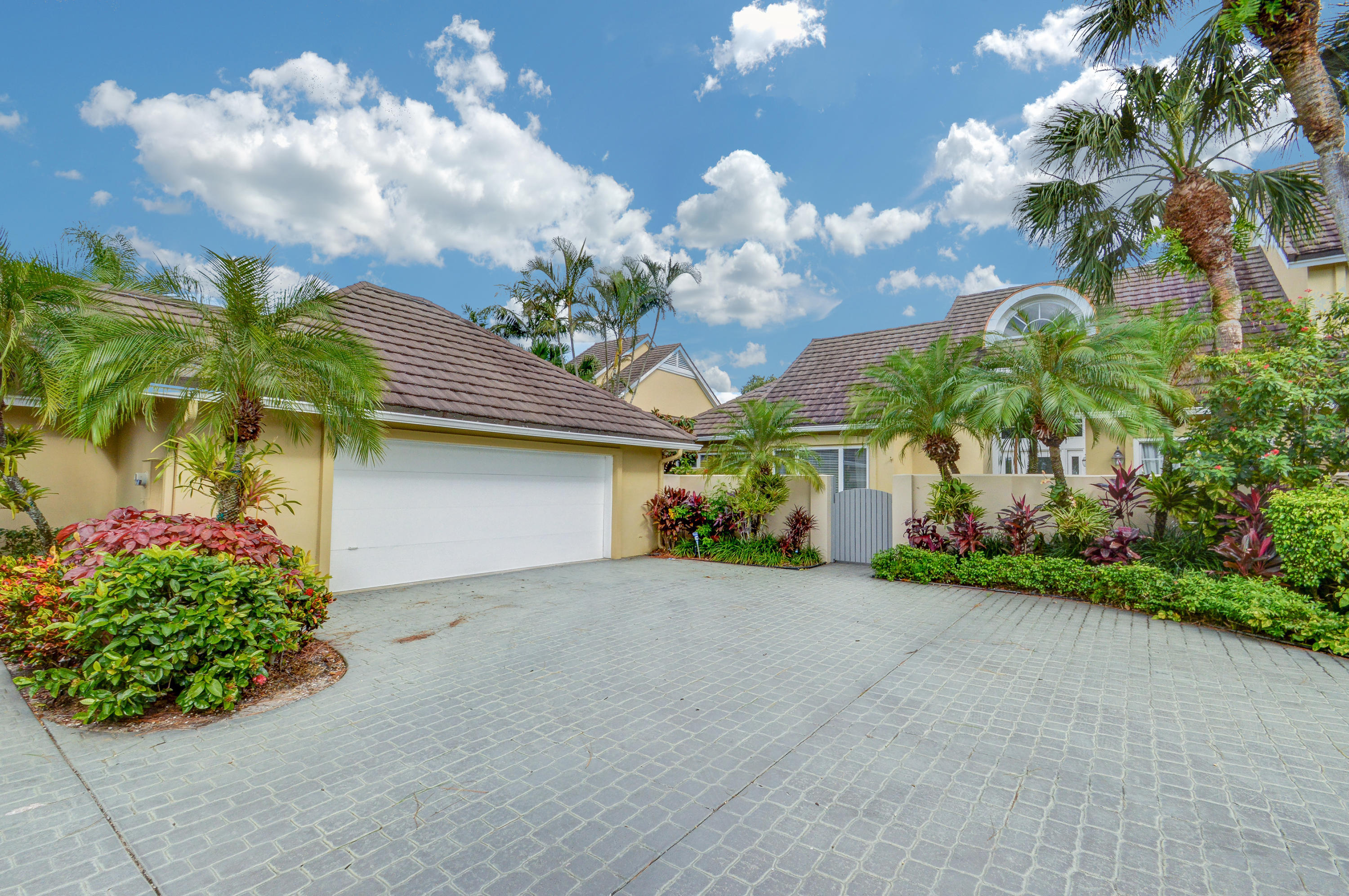 2600 Muirfield Court, Wellington, Florida 33414, 3 Bedrooms Bedrooms, ,3 BathroomsBathrooms,Townhouse,For Sale,Palm Beach Polo & CC,Muirfield,RX-10380641