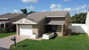 3 Hawthorne Lane, Boynton Beach, FL 33426