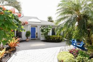 6636 Pine Court, Palm Beach Gardens, FL 33418