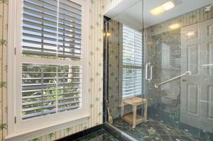Den / Guest Bath