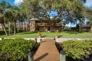 2438 Inland Cove Road, Palm Beach Gardens, FL 33410