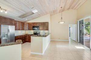 30 Selby Lane, Palm Beach Gardens, FL 33418