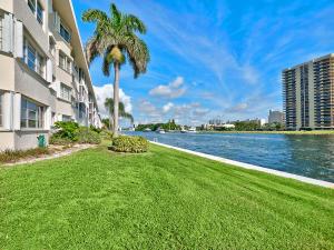 28 Yacht Club Drive, 309, North Palm Beach, FL 33408