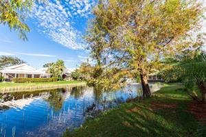 221 Canterbury Drive, Palm Beach Gardens, FL 33418