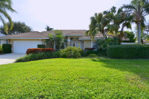 8317 Woodcrest Place, Hobe Sound, FL 33455