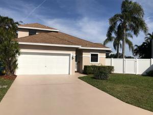 71 Rosewood Circle, Boynton Beach, FL 33436
