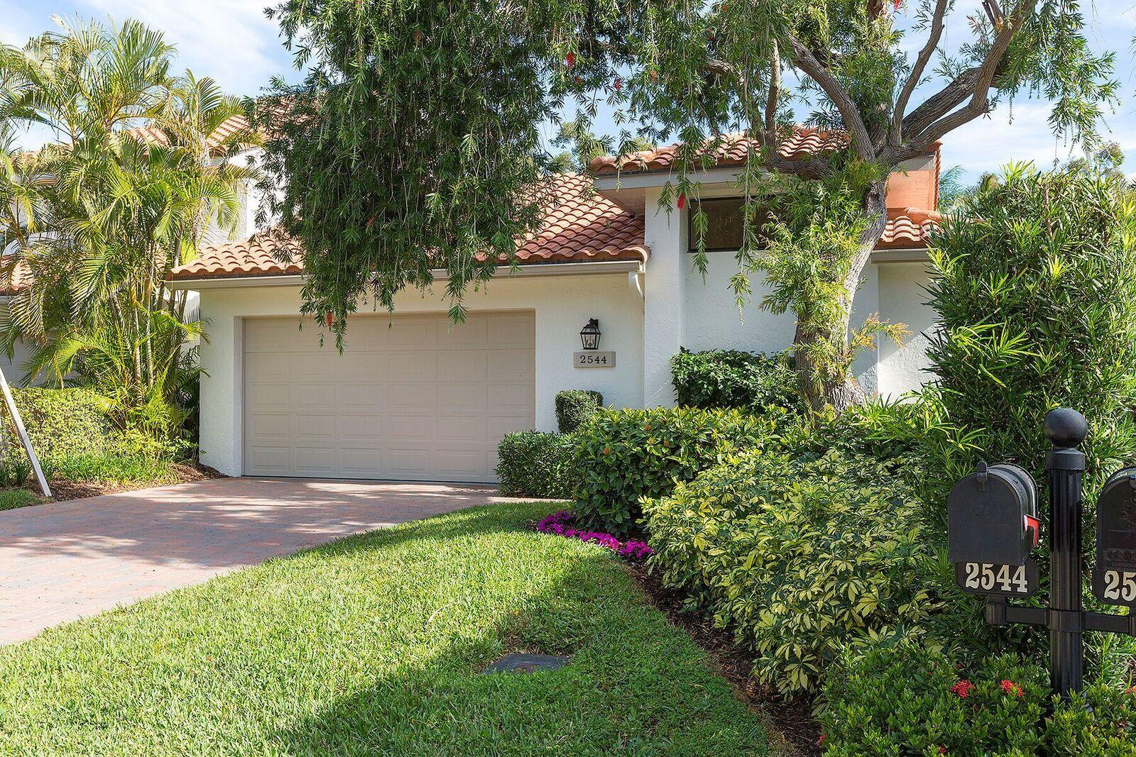 2544 Sheltingham Drive, Wellington, Florida 33414, 3 Bedrooms Bedrooms, ,3 BathroomsBathrooms,Villa,For Sale,Palm Beach Polo,Sheltingham,RX-10401872