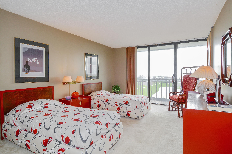 2427 Presidential Way, West Palm Beach, Florida 33401, 3 Bedrooms Bedrooms, ,2.1 BathroomsBathrooms,Condo/Coop,For Sale,Presidential,802,RX-10404762