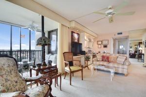 main living area. open spacious!