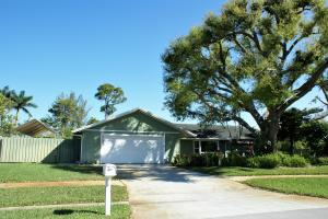 910 Briarwood Drive, Haverhill, FL 33415