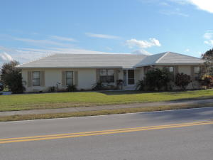 The front of this houses faces onto Little Club way but the driveway is on Eagle Lane....easy access in and out.