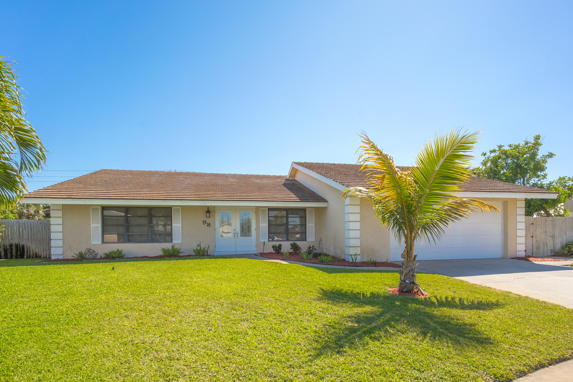 98 Hickory Hill Road, Tequesta, Florida 33469, 3 Bedrooms Bedrooms, ,2.1 BathroomsBathrooms,Single Family,For Rent,TEQUESTA PINES,Hickory Hill,RX-10417602