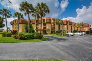 5350 Woodland Lakes Drive, 309, Palm Beach Gardens, FL 33418