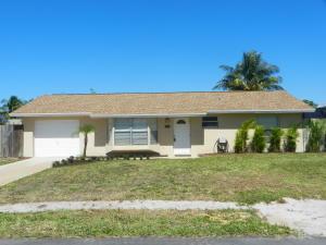 8713 SE Sandridge Avenue, Hobe Sound, FL 33455
