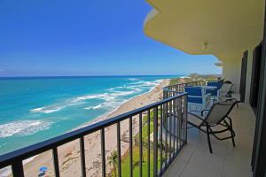 100 Beach Road, Ph-B, Tequesta, FL 33469