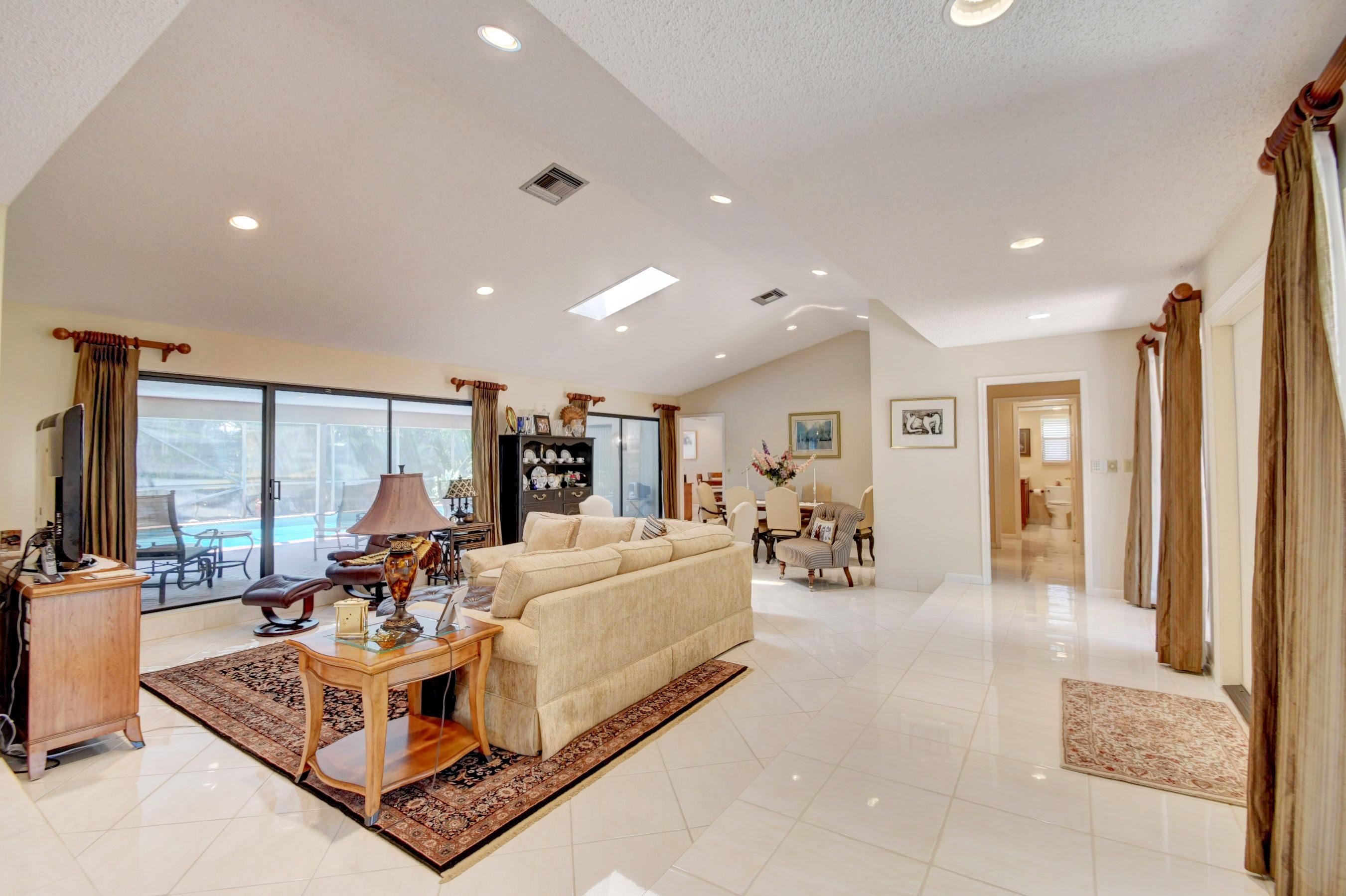 Image 5 For 4564 White Cedar Lane