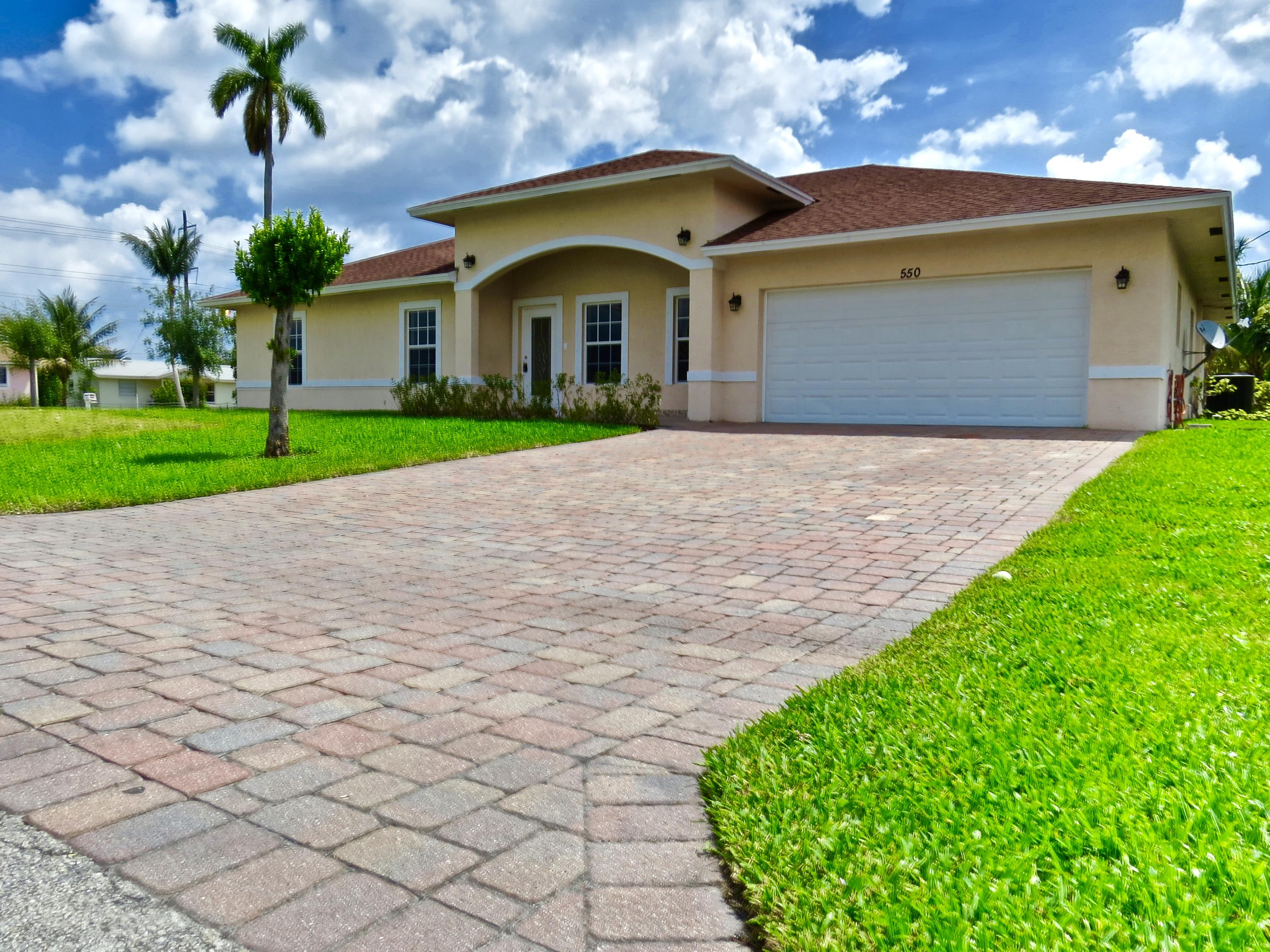 ... Bedroom 3 Bath 2 Car Garage Home In The Glen Ridge Section Of West Palm  Beach. Kitchen Boast Stainless Steel Appliances, Pantry And Granite  Countertops.