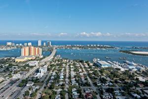 2640 Lake Shore Drive, 2211, Riviera Beach, FL 33404