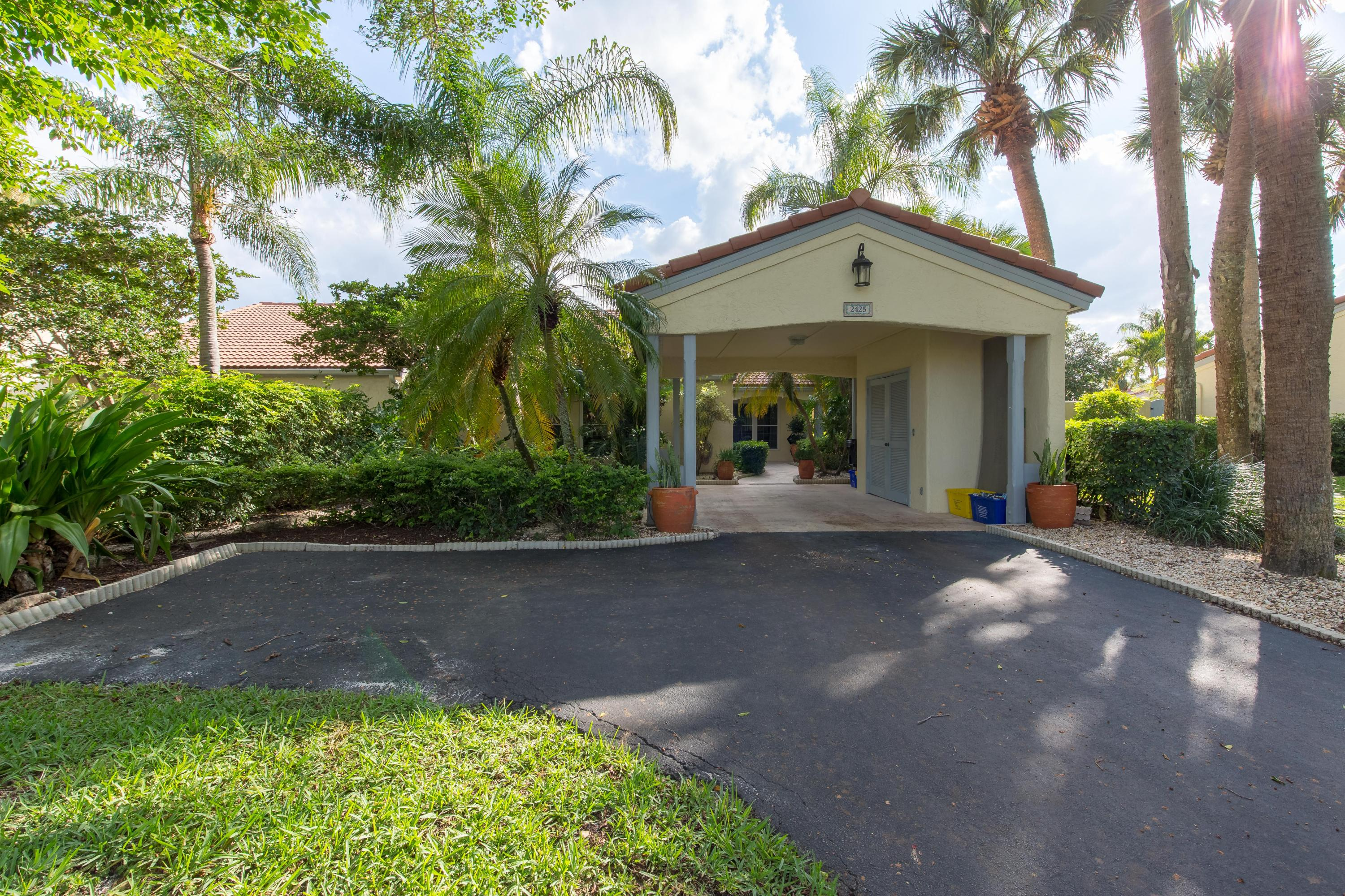 2425 Vista Del Prado Drive, Wellington, Florida 33414, 3 Bedrooms Bedrooms, ,2 BathroomsBathrooms,Villa,For Sale,Palm Beach Polo,Vista Del Prado,RX-10428095