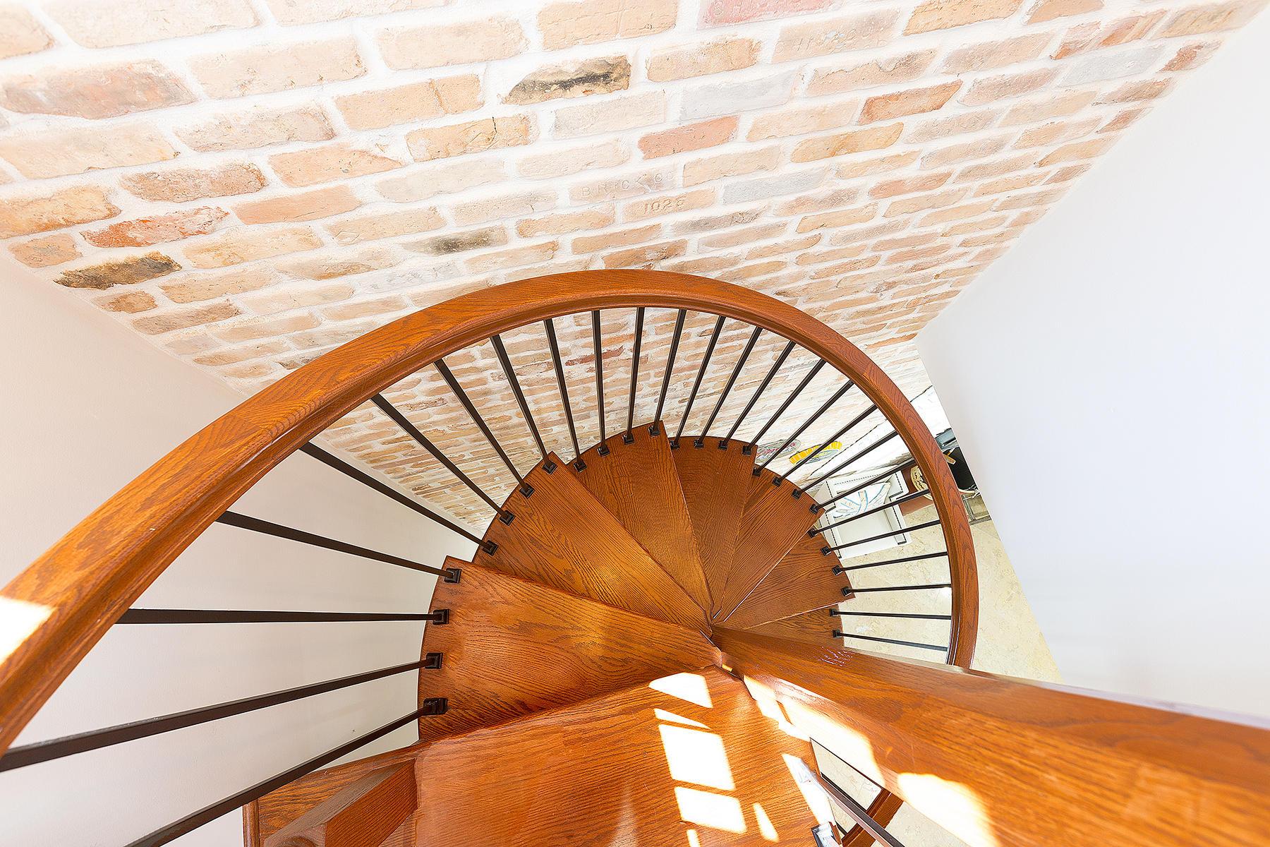 36_Stairwell_Wood
