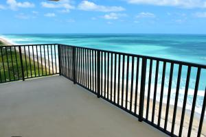 GORGEOUS CORNER END UNIT ENDLESS SUNRISES AND SUNSETS OVER THE INTRACOASTAL IS WHAT YOU WILL ENJOY FROM THIS SPECTACULAR MUCH DESIRED CORNER UNIT (NE FACING). LARGE WRAP-AROUND BALCONY. BEAUTIFULLY DECORATED, WELL MAINTAINED AND UPDATED. ALL THE WONDERFUL AMENITIES YOU'LL NEED DURING YOUR MEMORABLE STAY ON HUTCHINSON ISLAND. CLOSE TO RESTAURANTS AND BEACH BARS. FUN NIGHT LIFE IN JENSEN BEACH AND FT PIERCE. THIS NON-SMOKING PET FREE HOME IS NOT TO BE MISSED! AVAIL THIS SUMMER AND 2019 SEASON. JUST LISTED.