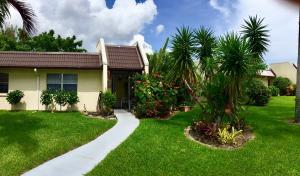 166 Lake Susan Lane, West Palm Beach, FL 33411