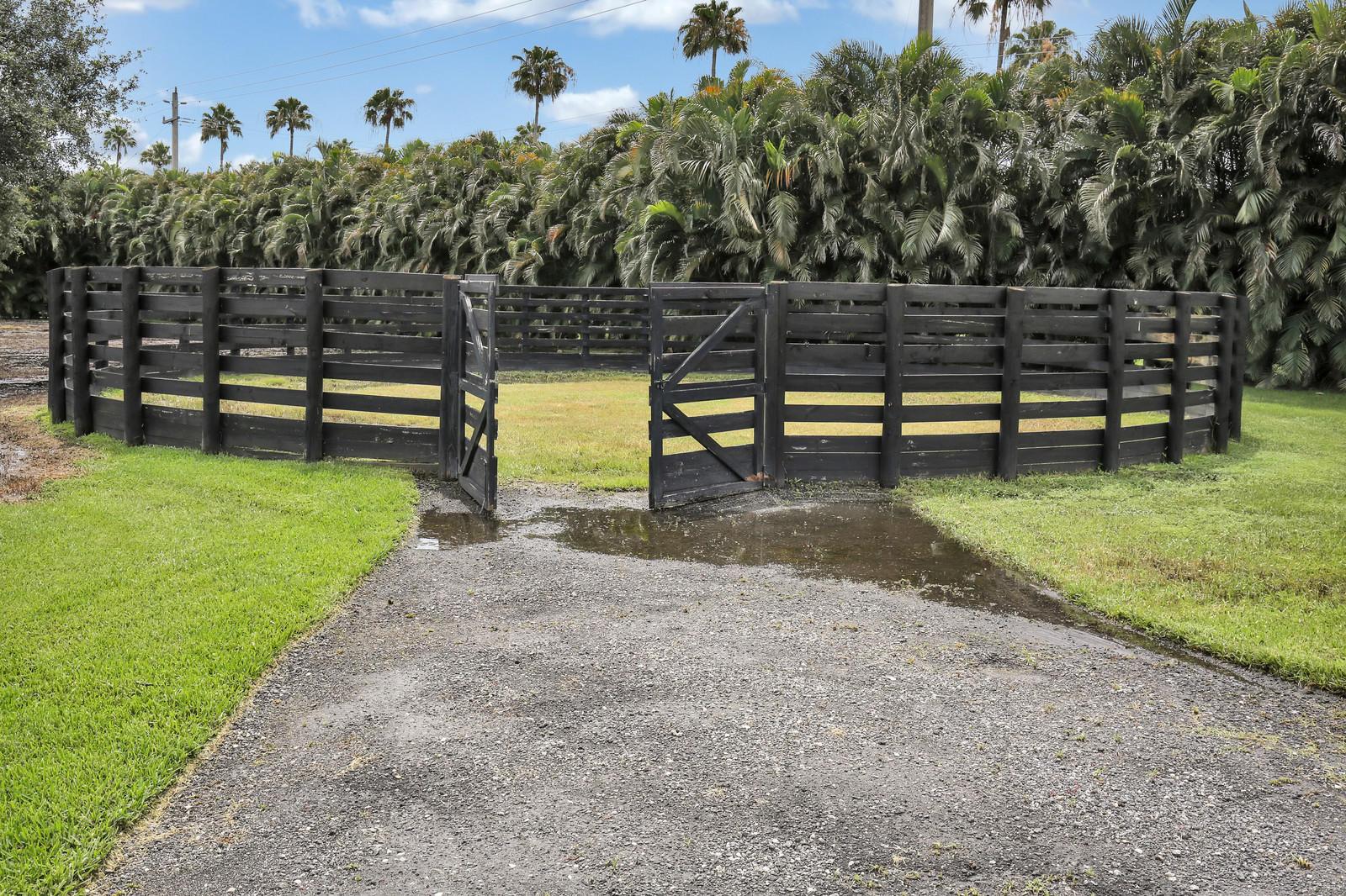 2169 Appaloosa Trail, Wellington, Florida 33414, 4 Bedrooms Bedrooms, ,3 BathroomsBathrooms,Single Family,For Sale,Appaloosa,RX-10440229