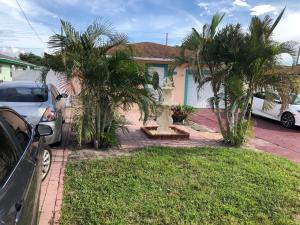 5692 Coconut Road, West Palm Beach, FL 33413