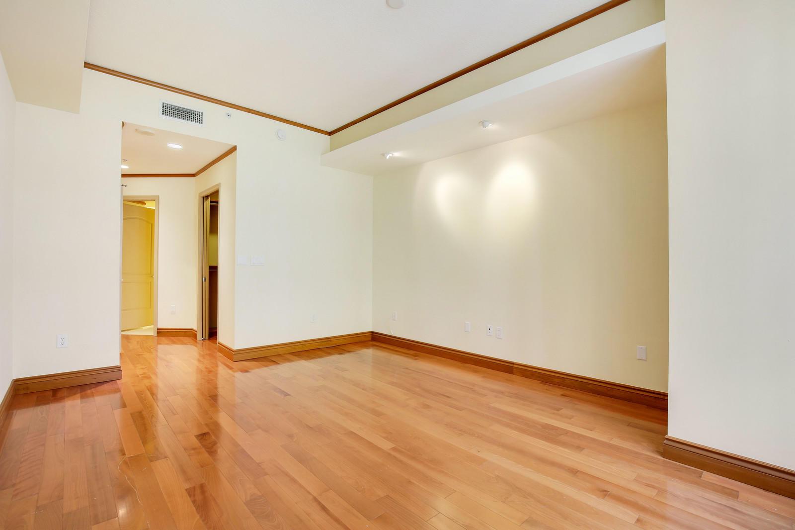 801 Olive Avenue, West Palm Beach, Florida 33401, 1 Bedroom Bedrooms, ,1.1 BathroomsBathrooms,Condo/Coop,For Sale,Olive,1015,RX-10442073