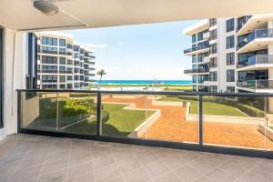 3120 S Ocean Boulevard, Palm Beach, FL 33480