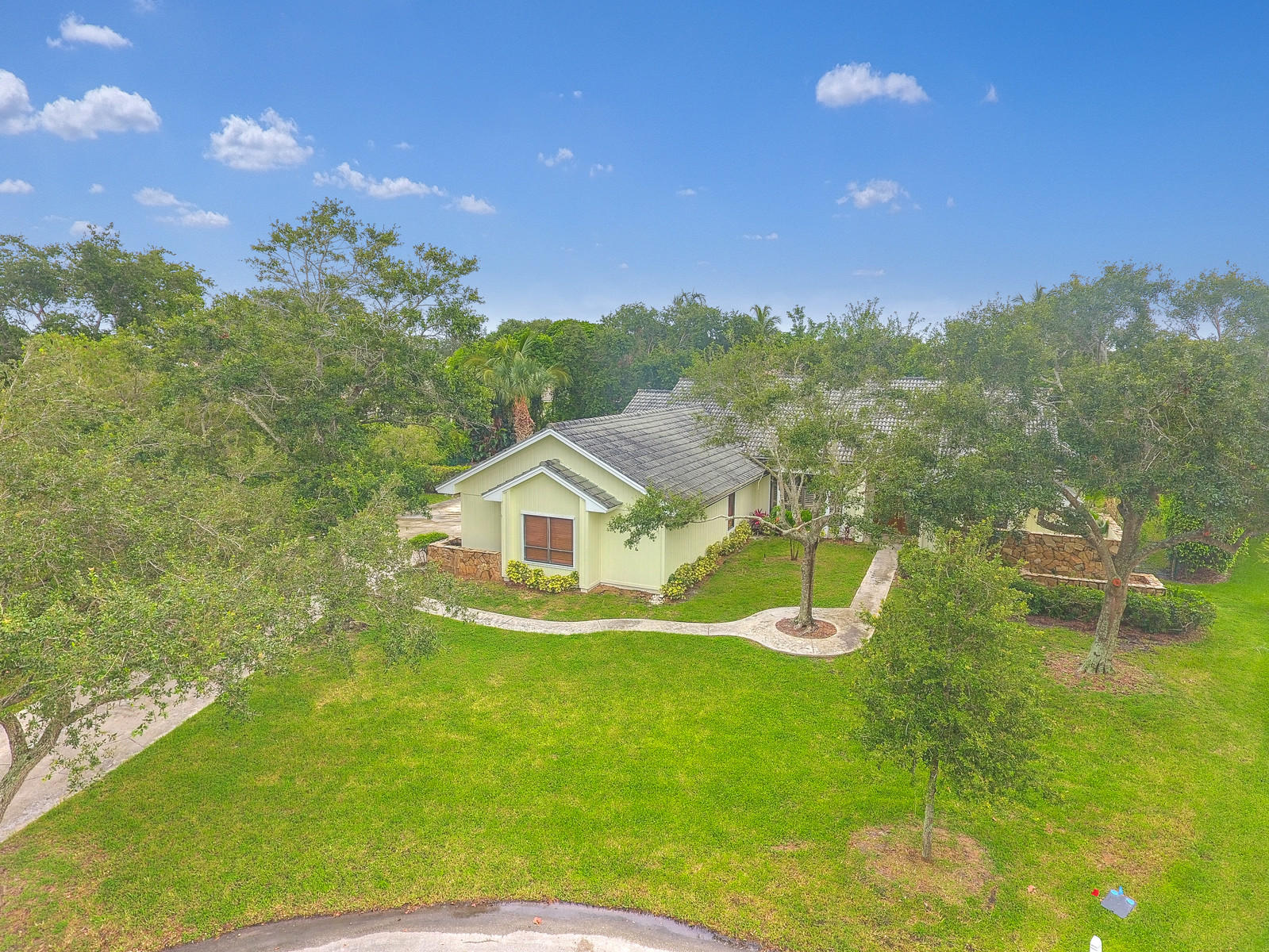 4 bedroom 2.5 bath pool home on 1/2 acre offering Turtle Creek golf course views. Large 3 Car Garage. New pool finish and deck. Newer: barrel tileroof, hardwood and ceramic floors, paint and landscaping. Vaulted ceilings, fenced rear yard for your dogs. This very private setting is a 'must see'.