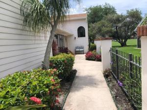 6654 S Pine Court, Palm Beach Gardens, FL 33418
