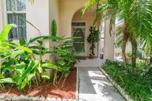 1065 Bedford Avenue, Palm Beach Gardens, FL 33403