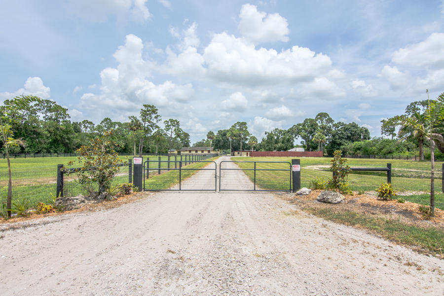 Home for sale in LOXAHATCHEE GROVES IN Loxahatchee Groves Florida