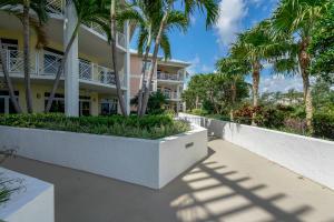 309 E Ocean Avenue, 106, Lantana, FL 33462