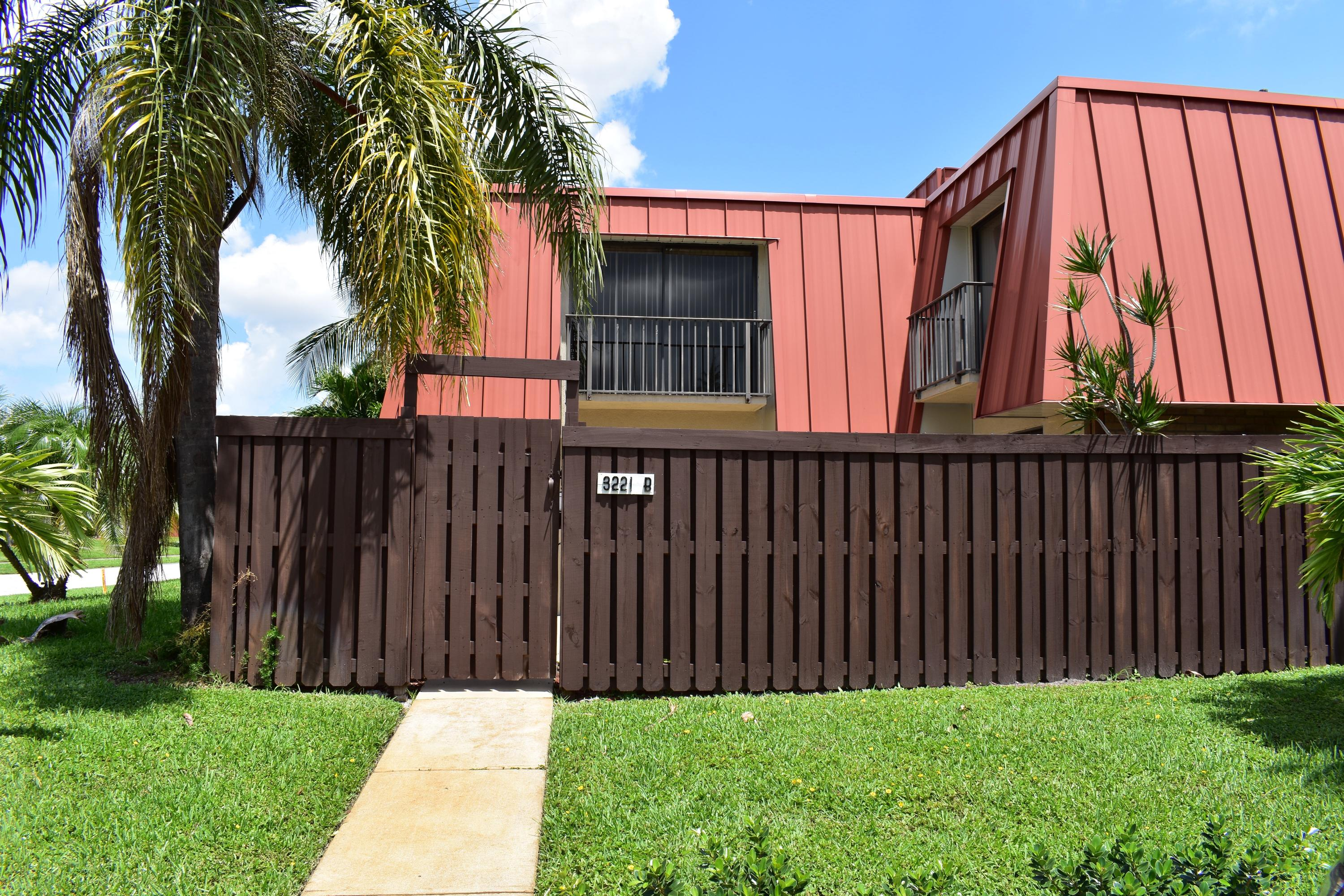 Beautifully Renovated Townhouse Located In The Heart Of Palm Beach Gardens.  Close To Gardens Hospital And Just Minutes From Downtown At The Gardens And  Palm ...