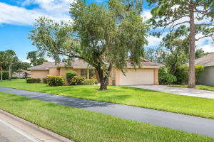 6746 Touchstone Circle, Palm Beach Gardens, FL 33418